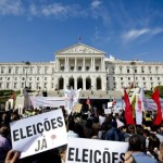 Portuguese hit the streets against new austerity budget