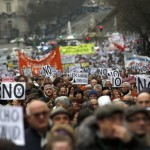 Thousands of Spaniards protest health privatization